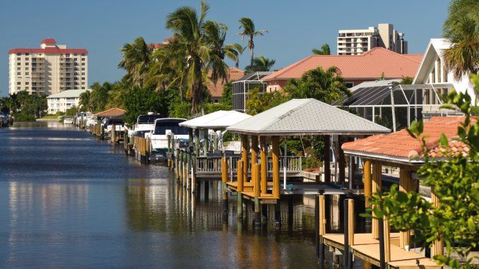 Ein Kanal in Naples Florida